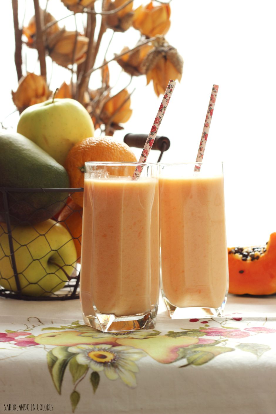 Un smoothie de papaya y piña super refrescante y delicioso!