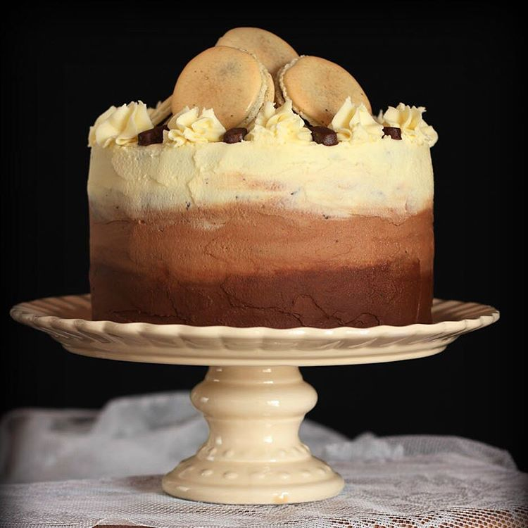 Tarta de chocolate Devils Food Cake con crema de treshellip